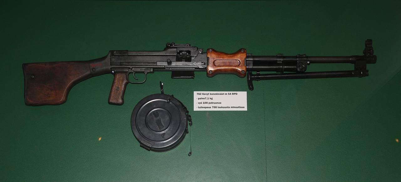 Ametralladora RPD (Ruchnoi Pulemyot Degtyaryeva), 7.62x39 mm, 1944 (Rusia, Unión Soviética)