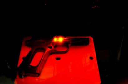 Гравировка лазером серийного номера на раме пистолета Кольт М1911