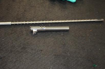 Ствол  Кольт М1911 и протяжка для нарезания витков в стволе