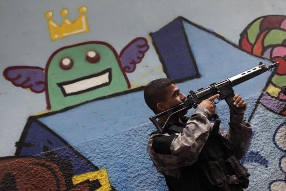 Полиция Бразилии в трущобах