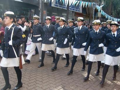 Кадет Военно-морской академии Аргентины на параде с карабином HAFDASA серии С-4
