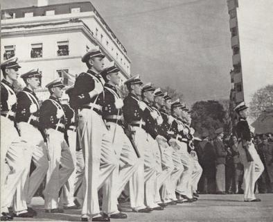 Парад аргентинских кадетов вооруженных карабинами HAFDASA C-4