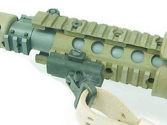 Ремень крепится к винтовке М110 SASS в передней части к антабке смонтированной на цевье