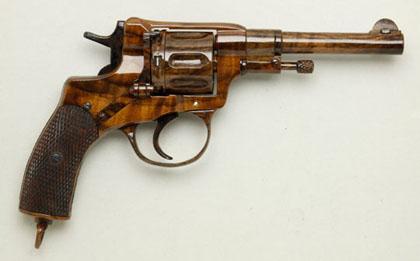 Деревянная версия револьвера Наган 1895 вид справа