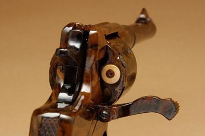 Деревянная версия револьвера Наган 1895 вид сзади