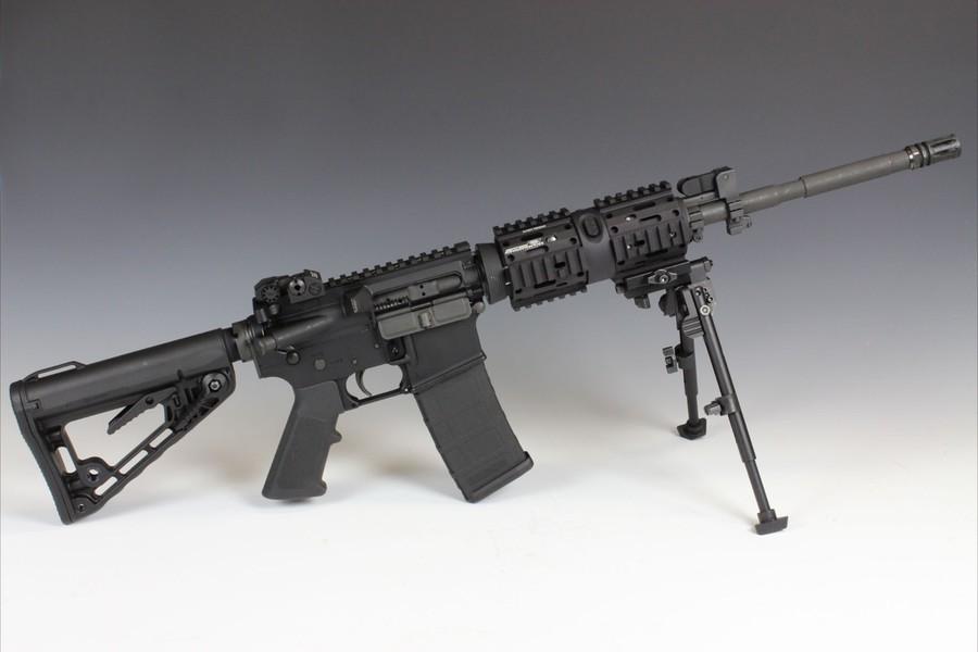 Направляющие изготовлены из алюминия и устанавливаются на оружие выполненном в стиле винтовок AR.