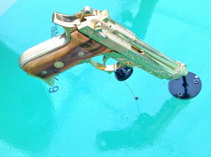 пистолет  Beretta 92 в золоте