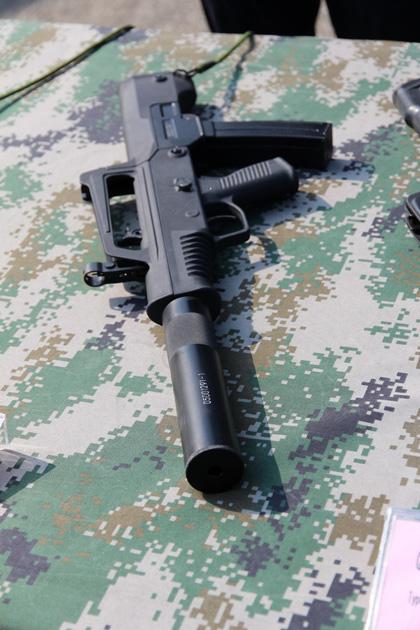 День открытых дверей ВМФ Китая. Пистолет-пулемет по схеме буллпап