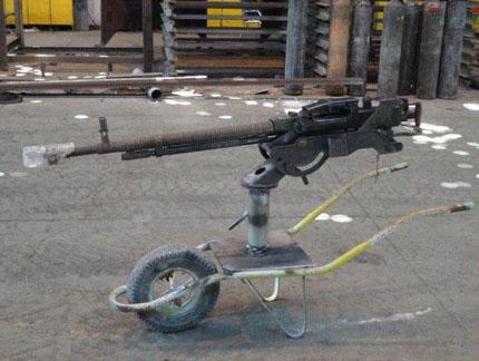 Советский крупнокалиберный пулемет ДШК установленный сирийскими инсургентами на одноколесную тележку
