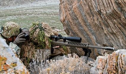 Снайперская пара на позиции с винтовкой HTI (Hard Target Interdiction)