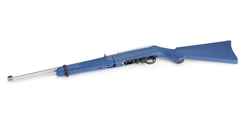 Винтовка Ruger 10/22 Takedown выполнена из стали с ярко-голубым винтовочным ложем