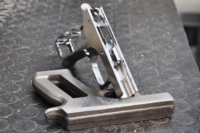 Пистолетная рама и заготовка из которой получается эта рама