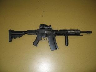 Современная версия швейцарской штурмовой винтовки SIG SG510/Stgw57 с коротким стволом. Вид справа