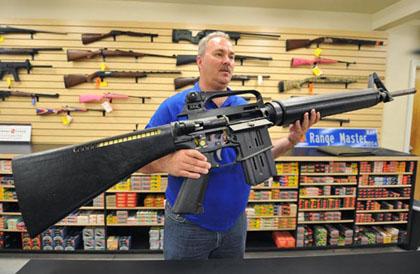Фото дня. Хит продаж. Гигантская винтовка AR-15