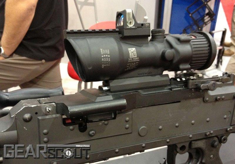 Пулемет М240 с установленным на крышку приемника прицелом