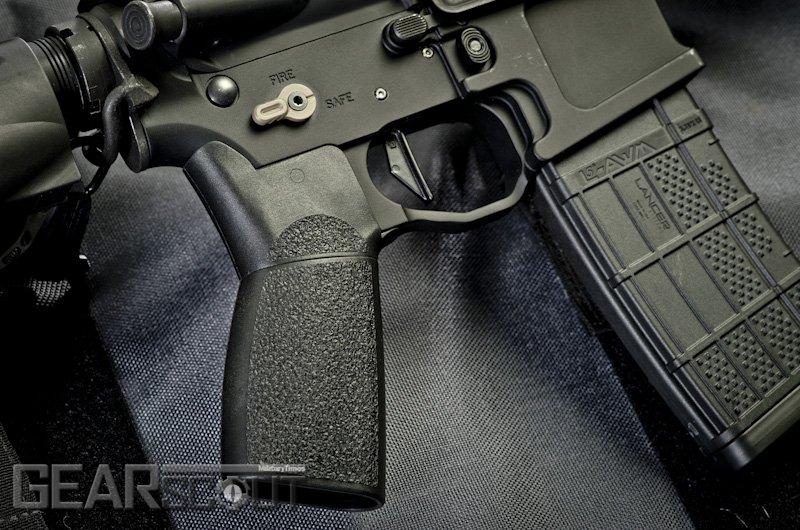 Пистолетная рукоятка BG-FG Flip Grip компании Tango Down