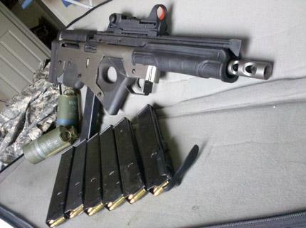 Возвратная пружина от FAL, затвор и ствол от пистолета-пулемета Sten