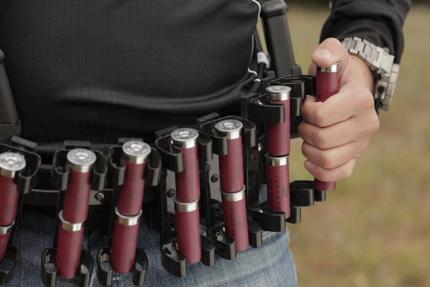 Для ускоренной перезарядки оружия, патроны необходимо брать сразу по два