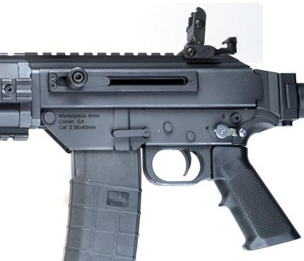 Приклад винтовки MPAR 556 может складываться в бок и выдвигаться в длину