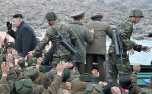 Шнековые магазины на автоматах АК у телохранителей северокорейского лидера