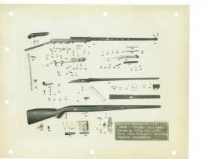 Самозарядная винтовка фирмы Colt образца 1929 года под патрон .276 Pedersen. Полная разборка. Винтовка состоит из 100 деталей. Некоторые детали на фотографии не присутствуют.