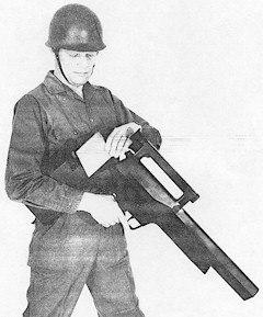 Демонстрация перезарядки легкого пулемета LMG11