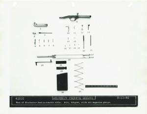 Самозарядная винтовка фирмы Winchester образца 1940 года. Детали затворной группы, блока УСМ и магазина.