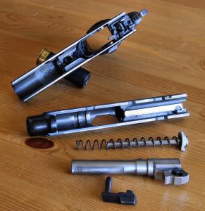 Пистолет CZ-75 в разобранном состоянии