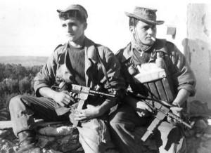 Французские коммандос вооруженные пистолетом-пулеметом MAT-49
