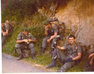 Пистолет-пулемет MAT-49 в руках бойца французского иностранного легиона