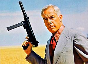 Американский актер Ли Марвин с пистолетом-пулеметом S&W76