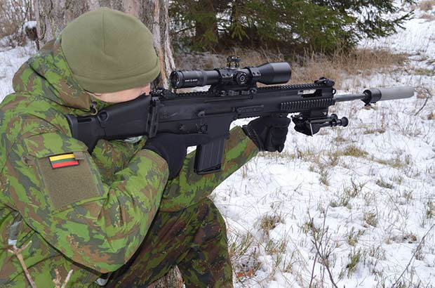 Литва получила первые полуавтоматические винтовки FN SCAR-H