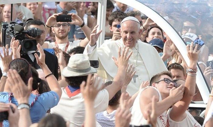 Римский папа заявил, что люди связанные с оружием не христиане