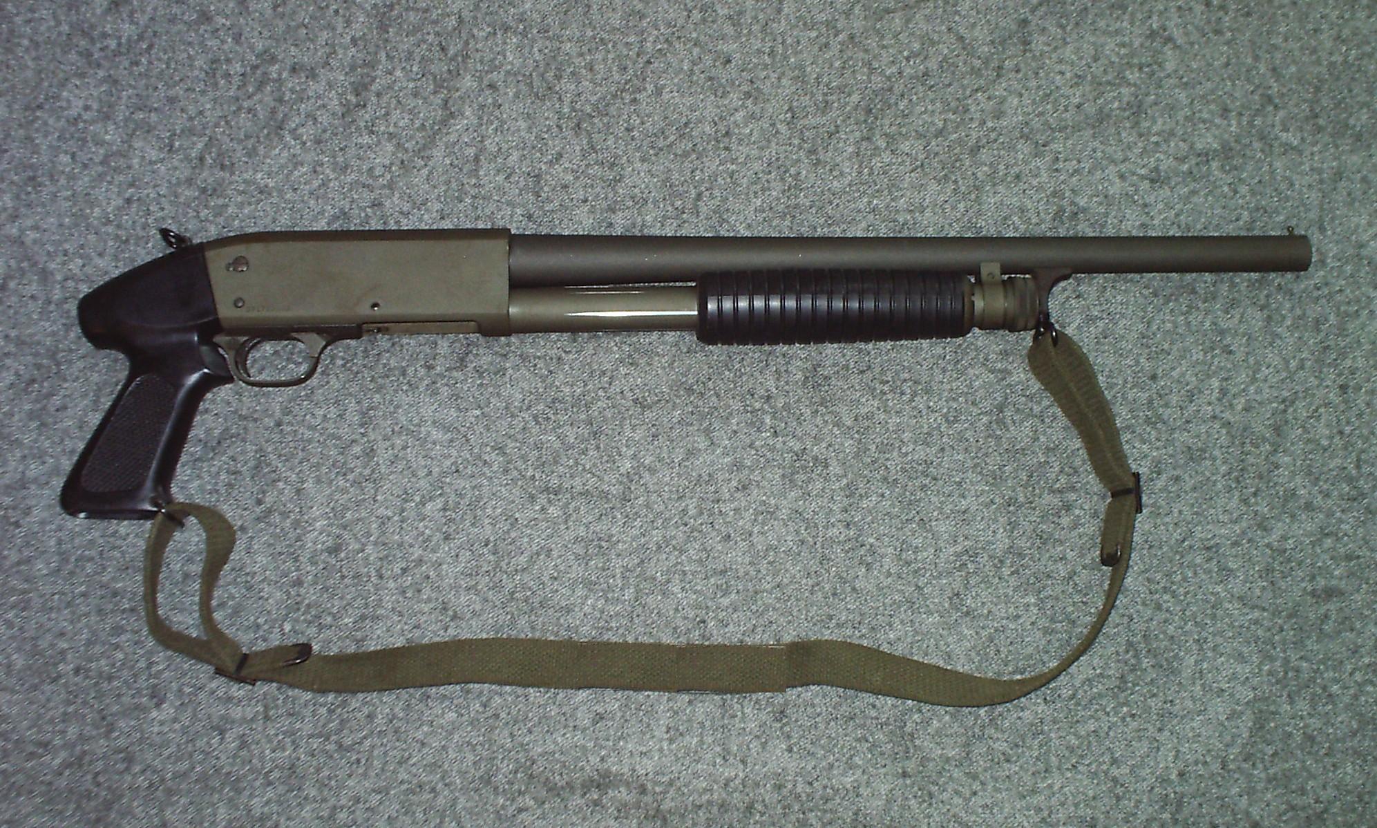Ithaca Stakeout - «большой пистолет», модель с укороченным до 330 мм стволом и пистолетной рукоятью
