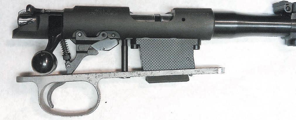 Механизм винтовки CZ-452 в сборе. Шахта магазина из чёрного нейлона обладает высочайшей износостойкостью