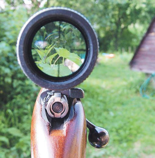 При установке громоздких оптических прицелов с винтовки необходимо демонтировать механический прицел