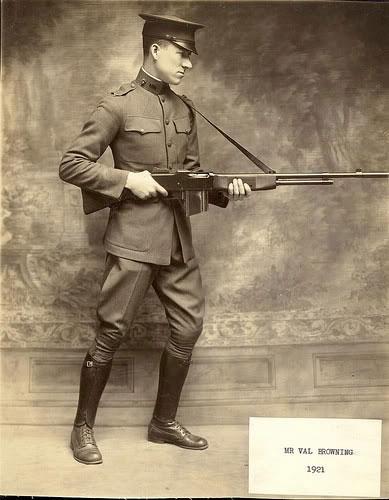 Сын Джона Браунинга с винтовкой M1918 BAR