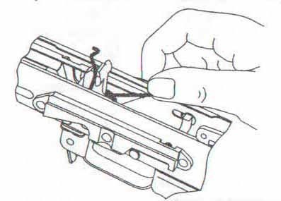 Карабин Сайга - заведение концов боевой пружины за выступы курка