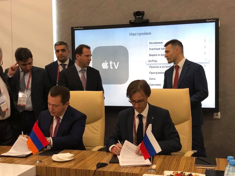 Подписание контракта о лицензионном производстве АК-12 и АК-15 в Армении